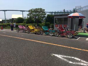 小さなお子様向けの花形「ファミリー自転車」。3人のりと4人ノリがあります。