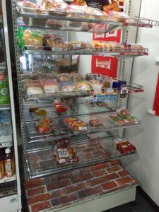 売店のパン。すでに結構売れてしまっていますが、こちらもなかなかのラインナップです。