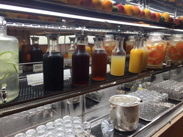 ソフトドリンクが充実しています。ジュースは当然のように果汁100%。(絞ってるかも?!)