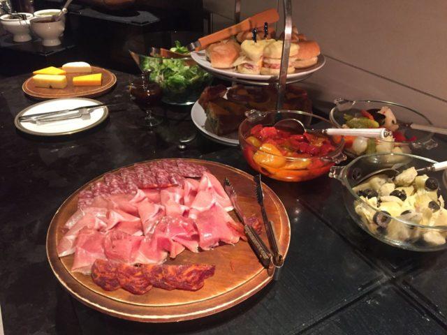 ハムやサラミなどが美味しかったです。