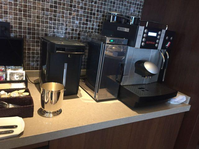 機械式のコーヒーメーカー。安定の美味しさです。