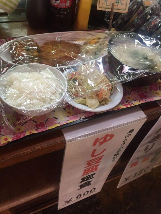 我が家のおススメはアダンのゆし豆腐定食。これ1つでお腹いっぱいになります。(笑)