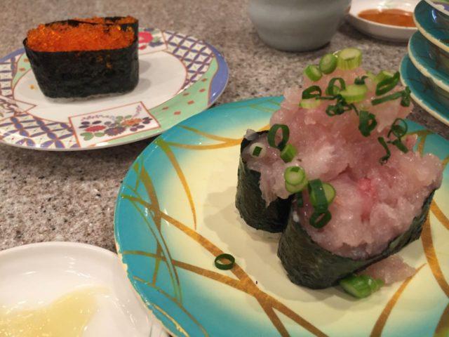 手前が190円、奥が100円のお皿。おしそうですね。