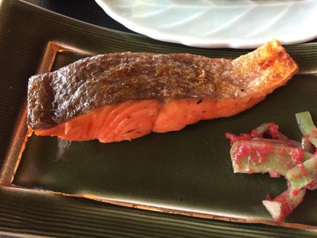 焼き魚は鮭も選べます。