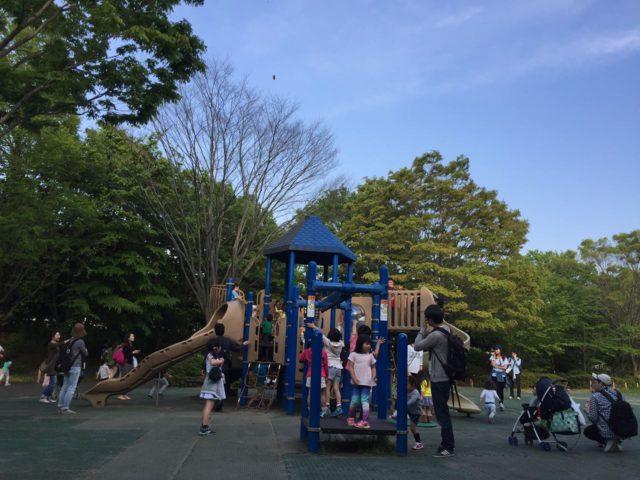 みんなのはらっぱ。 出口の直前にあるので子供たちが最後のひと暴れをする公園です。