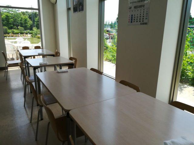 室内とテラス席もあります。室内席は10テーブルぐらいでしょうか。そんなに混んではいませんでした。
