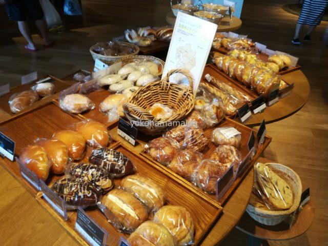 風待ちテラスのパン。 200円ぐらいからで、ホテル内としては十分リーズナブルな価格です。