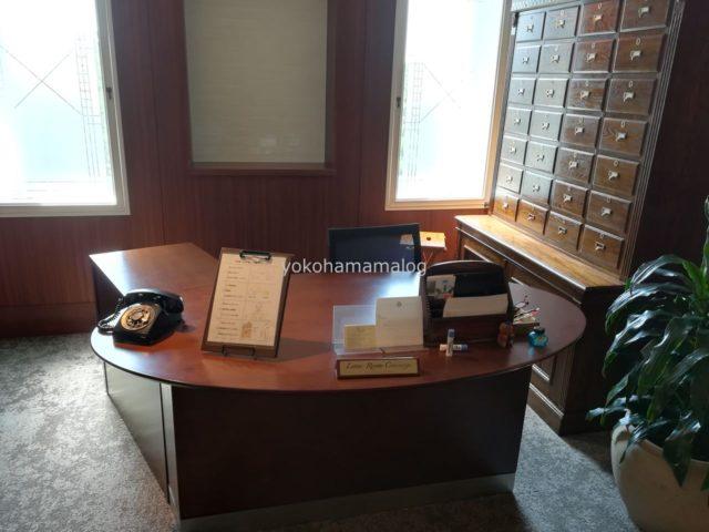シェラトン宮崎のレタールーム。後ろの棚が20年先までのお手紙入れ。すてきなサービスですよね。