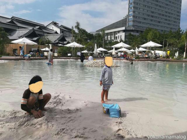 シェラトン宮崎のガーデンプールのキッズプール。白いさらさらした砂が敷き詰められています。