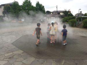 噴水はミストがメインなのでびしょ濡れにはならずに済みます。