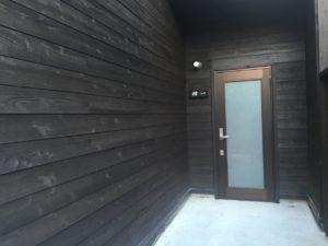 コテージの玄関。