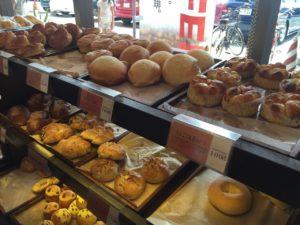 美味しそうなパンが並んでいます。これらが全部100円。