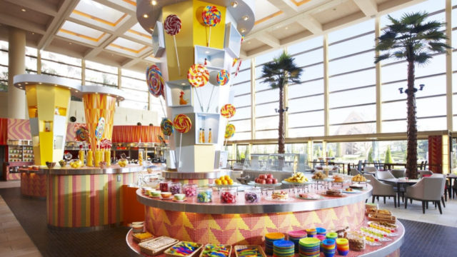 公式HPよりお借りしてきたグランカフェの写真。子供用の食事コーナーなどあり楽しそうです。