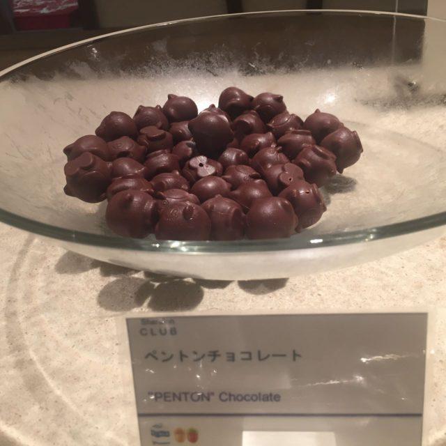 不定期に提供されるシェラトン東京ベイのマスコット「ペントン」のチョコレート。2Fで6個580円で売っていました。