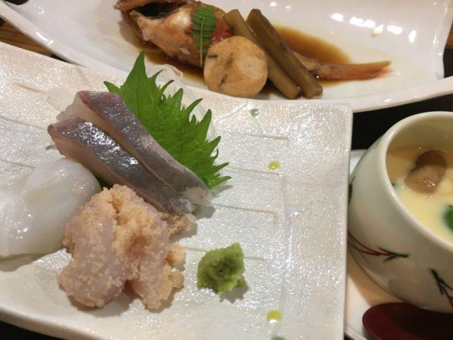 お任せ午前のお刺身と煮魚。