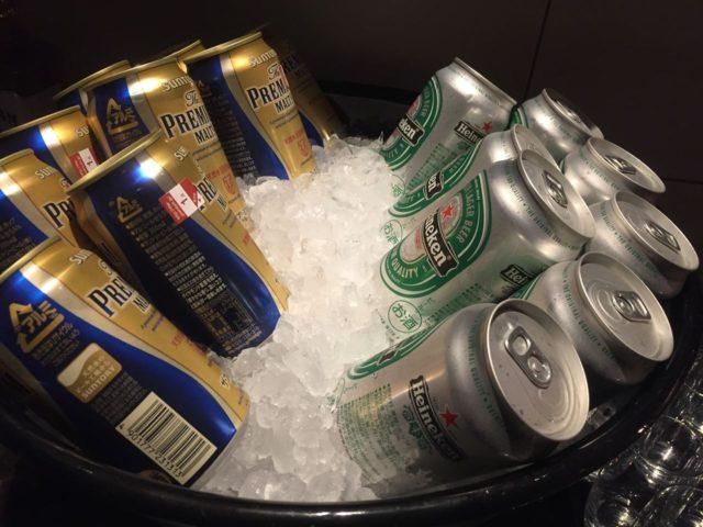 ビールは缶でサーブ。2種類あります。