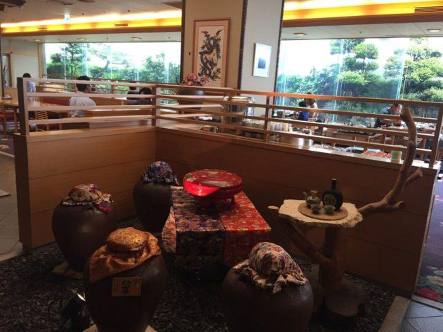 お店の中。個室もあり3家族旅行などでは落ち着いて食べれそうです。