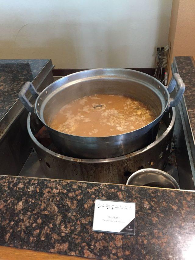 アラが入った沖縄っぽい味噌スープ。