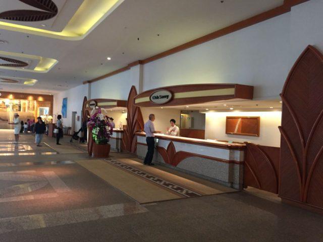 renaissance-okinawa-lobby4