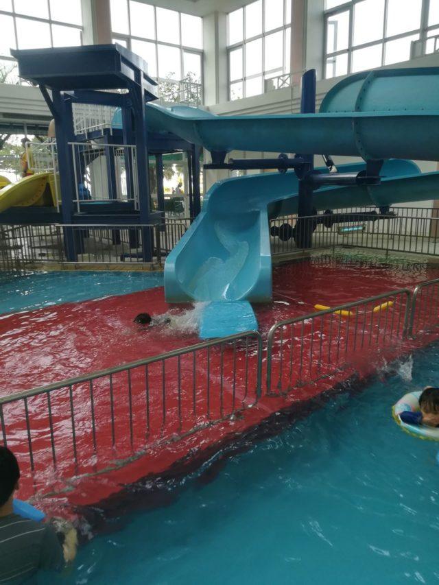 室内プール。滑り台があります。5月はまだ寒くてほとんど室内プールでしか泳ぎませんでした。(笑)