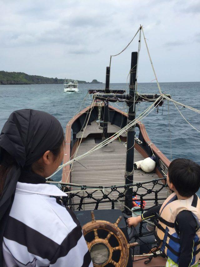 真栄田岬までクルージングです。