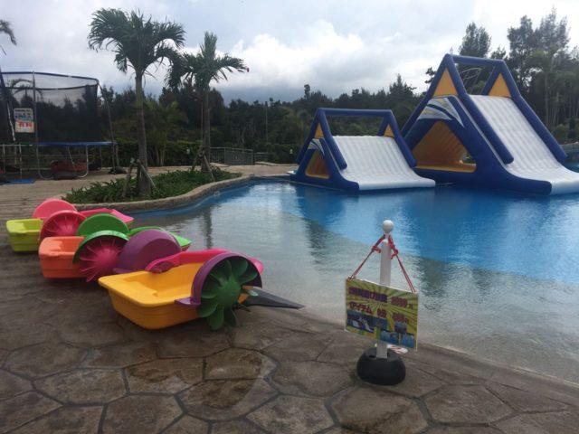 マリオット沖縄のプールには有料遊具ゾーンがあります。 5分500円。2時間2500円。けっこういい値段しますね。