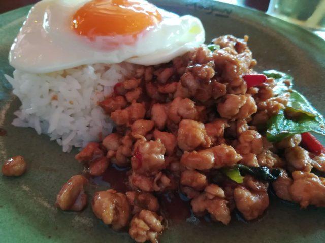鶏肉のガバオ炒めご飯。