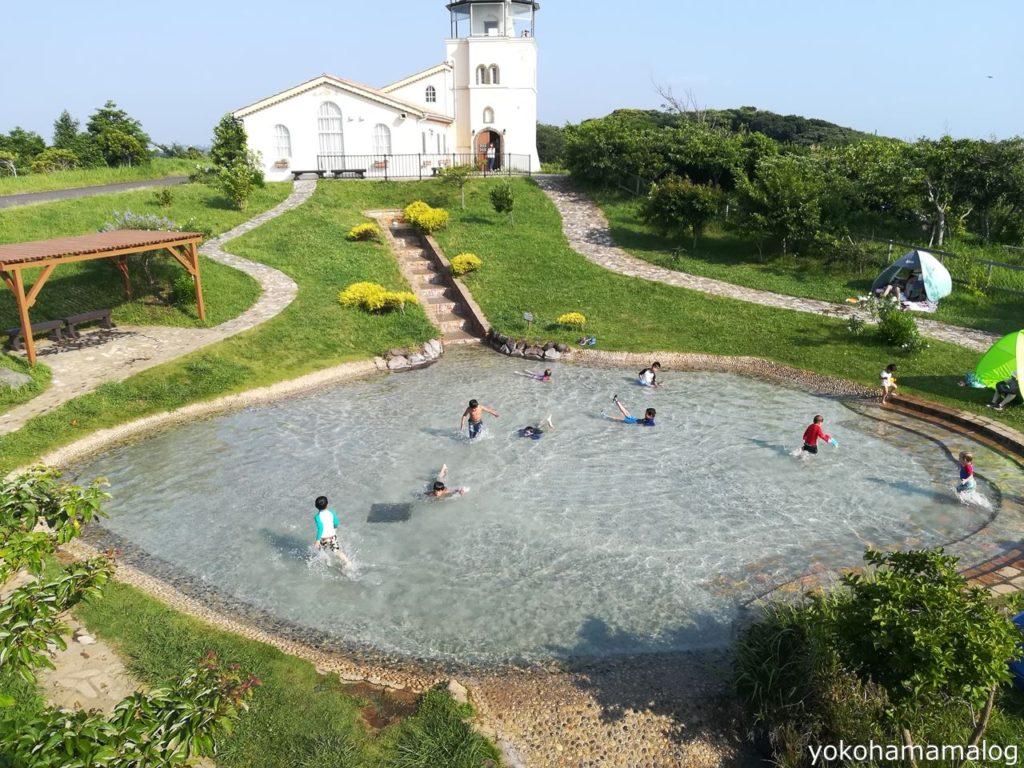 ソレイユの丘一番奥のじゃぶじゃぶ池。噴水の階段があって楽しそうです。