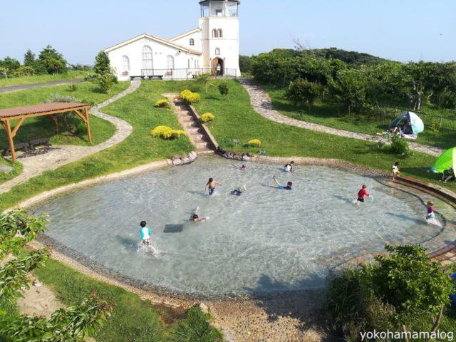 こちらが一番奥のじゃぶじゃぶ池。噴水の階段があってこちらも楽しそうです。