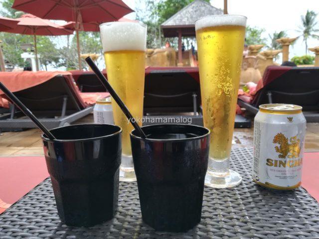 ビールを2つ、ジュースを2つ頼みました。ジュースは子どもの口に合わなかったようでほとんど飲まず。高いのに・・・。