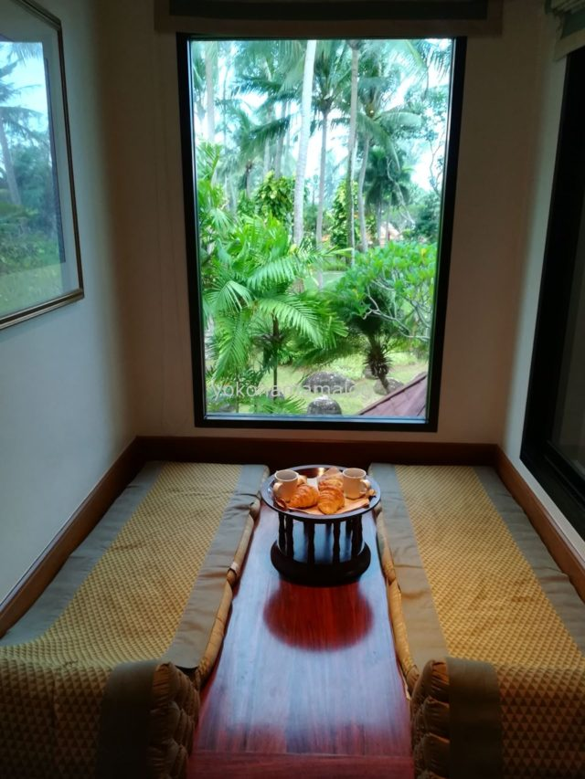 寝っ転がって大きな窓をから外を眺めるスペースが特徴です。