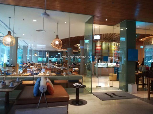 お店の中も天井が高くガラス張りですので開放的です。これぞリゾートですね。