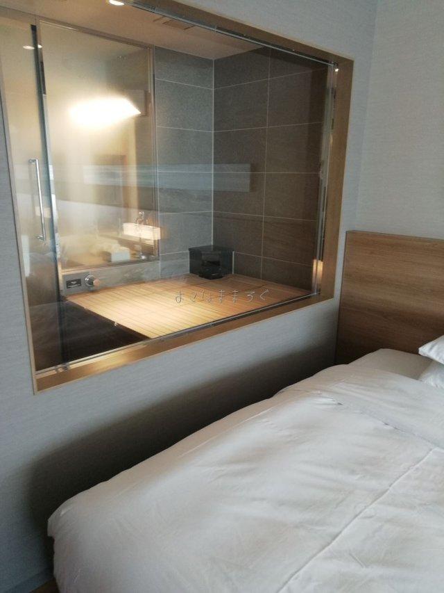 部屋に隣接したガラス張りの温泉があります。