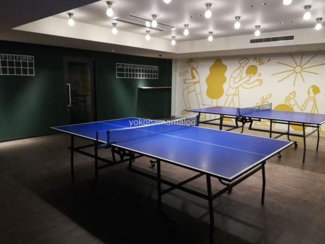 フィットネスルームの正面が卓球スペース。かなり広いスペースで2卓置いてありました。