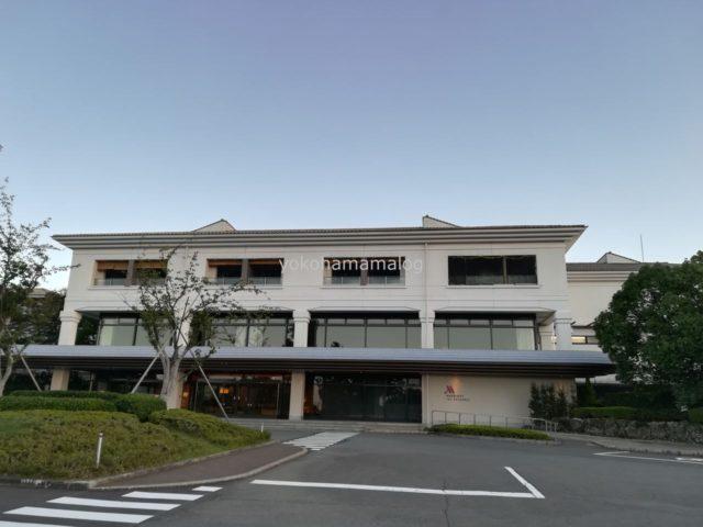 伊豆マリオット修善寺の駐車場から。128室の中規模ホテルです。