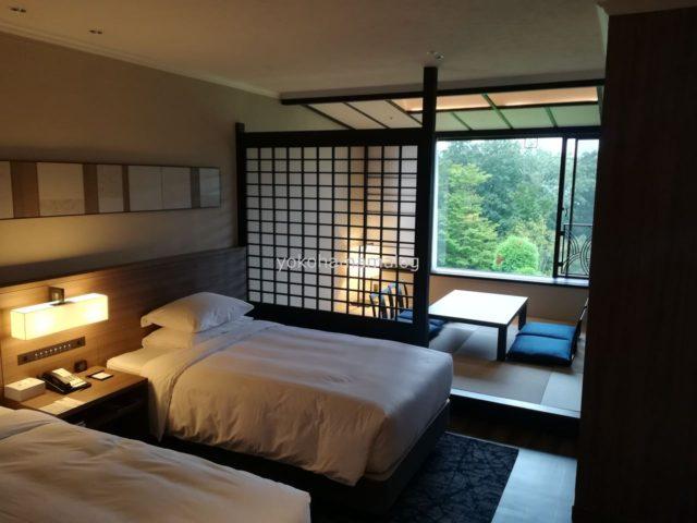 お部屋の全景。奥に和室があります。