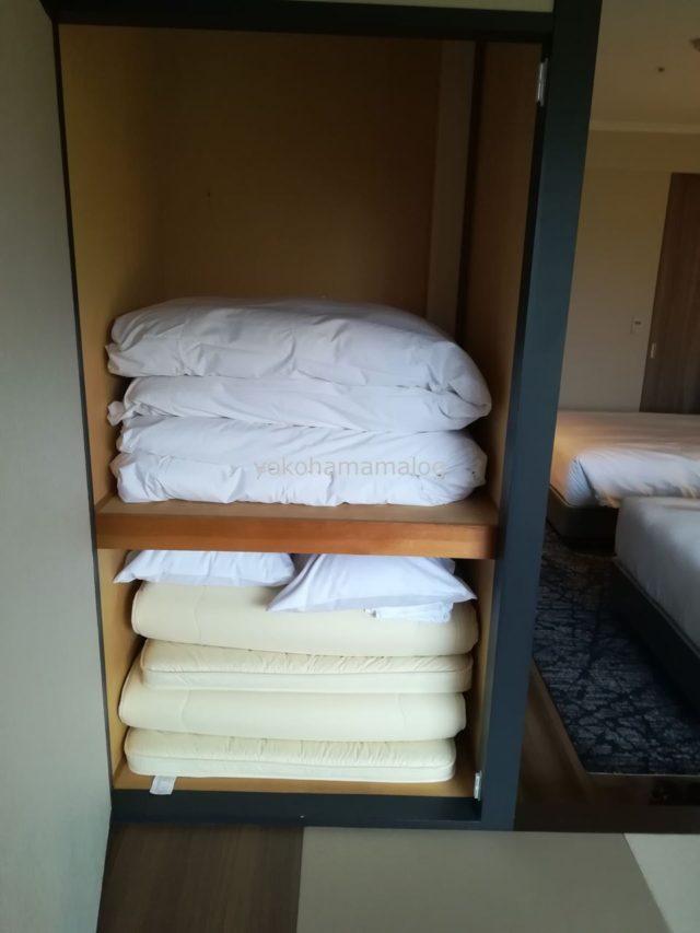 その分、和室には布団が備え付けられています。