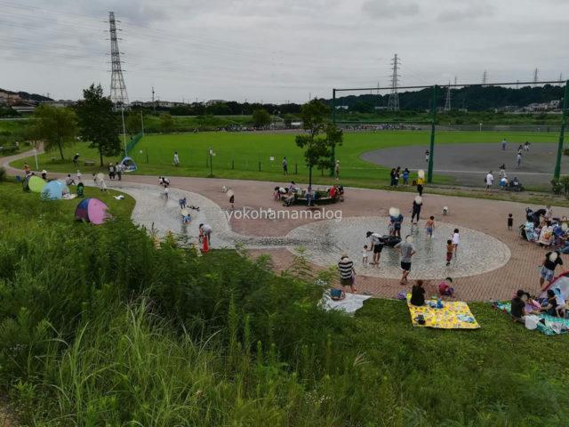 境川遊水池公園の噴水広場
