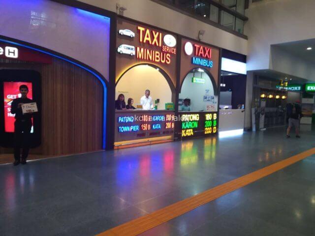 プーケット国際空港のタクシーサービス、ミニバスチケット売り場