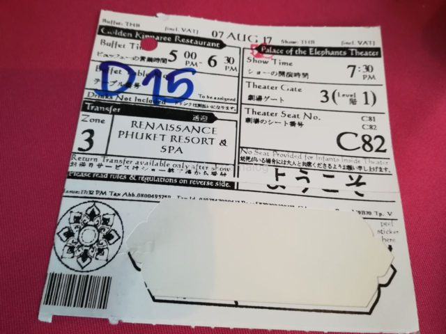 プーケットファンタジアのチケット。下のはがしている部分を胸に張ります。