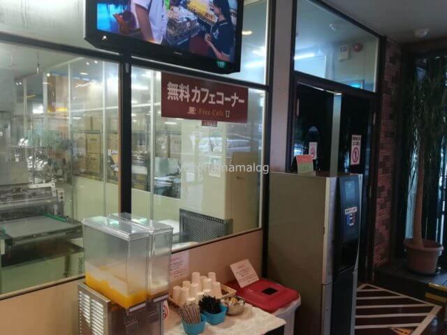 東京ラスク伊豆ファクトリーの無料カフェコーナーではコーヒーとジュースが無料でいただけます。