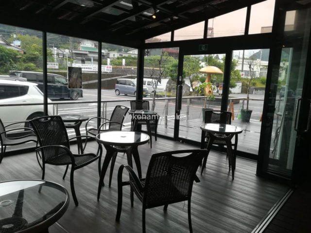 東京ラスクの無料カフェコーナー。あいにくの天気なのが残念です。