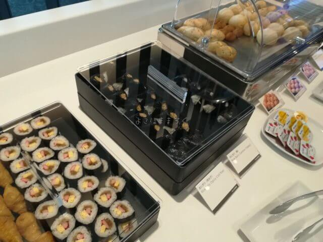 羽田空港国際線ANAラウンジは食事が充実しています。