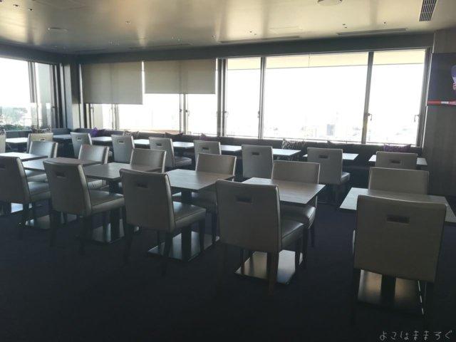 解放感はあるものの57座席とちょっと詰め込み感があります。