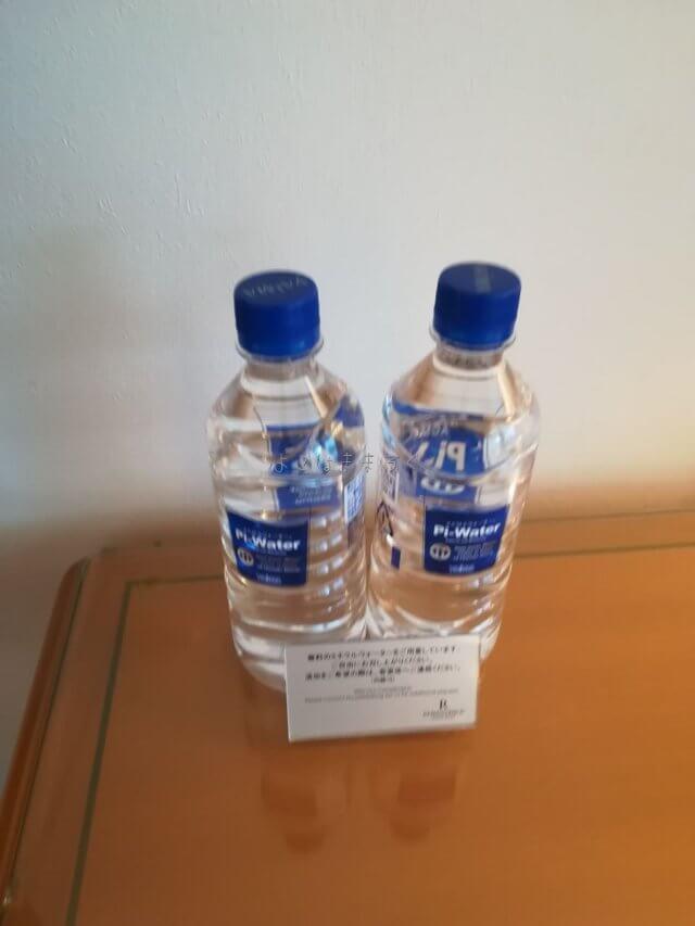 プレートに追加のお水も無料と記載あります。